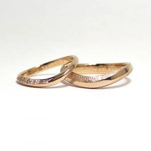 シャンパンゴールド×ブラウンダイヤ×カービングの結婚指輪